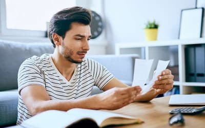 Man struggle while paying bills onine