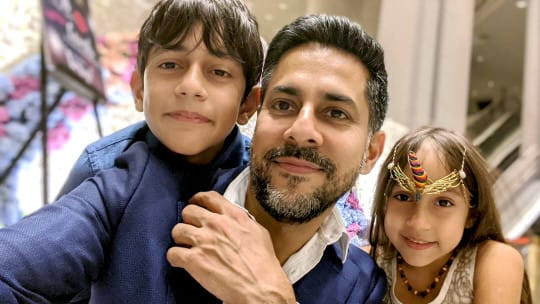A selfie picture of Vishen with his kids, Eve and Hayden